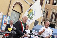 Roma, 16 Settembre 2014<br /> Manifestazione davanti Montecitorio dell'Anpci Associazione Nazionale Piccoli Comuni Italiani contro la distruzione dei piccoli comuni.<br /> Rome, 16 September 2014 <br /> Demonstration in front of Montecitorio of Anpci National Association of Small Towns Italians against the destruction of small towns.