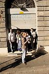 """2011-10-15, Roma..Il corteo della manifestazione """"UNITED FOR GLOBAL CHANGE"""" svoltosi a Roma con la partecipazione degli indignati e promossa da centinaia di associazioni. La manifestazione ha percorso il tratto da Piazza della Repubblica a Piazza San Giovanni ma è sfociata in scontri durissimi con le FF.OO. dopo che la frangia violenta è stata in grado di prendere il sopravvento sui manifestanti pacifici all'altezza di via Labicana. Via Cavour, persone assistono alle prime scene di tensione."""