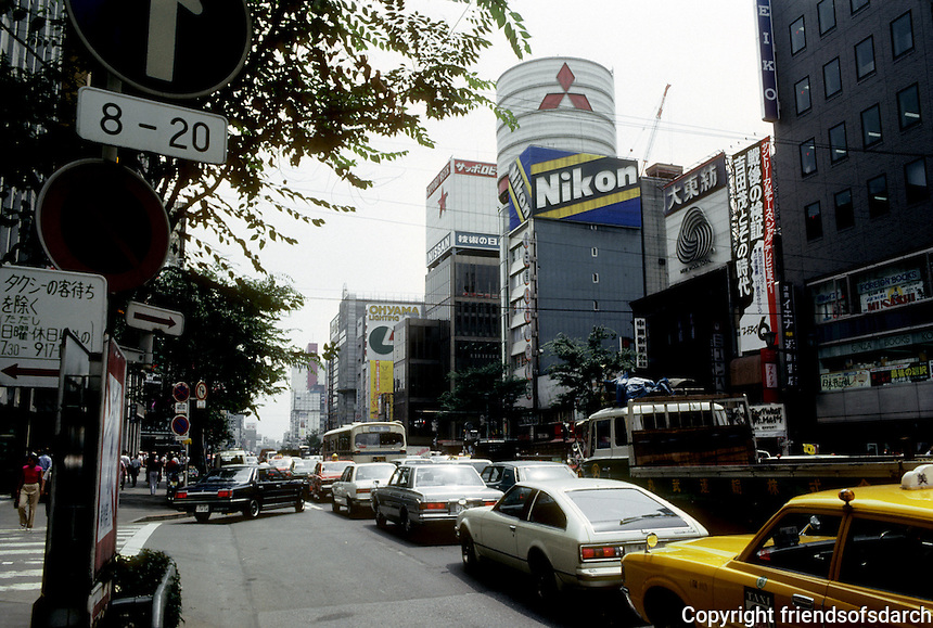 Tokyo: Harumi Dori Avenue in Ginza. Photo '81.