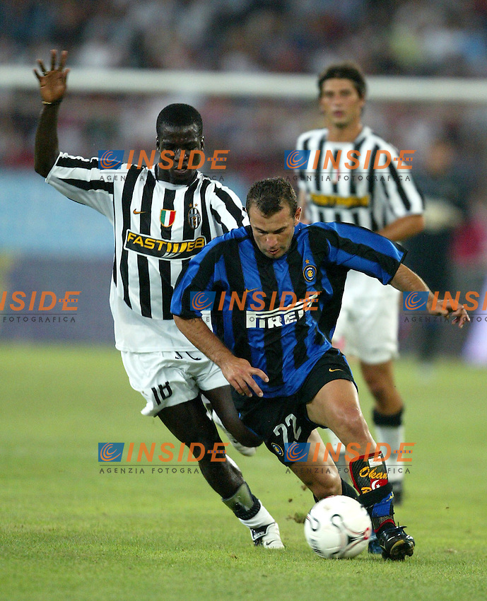 Bari 8/8/2003<br /> Birra Moretti Cup <br /> Buruk Okan contrastato da Stephen Appiah