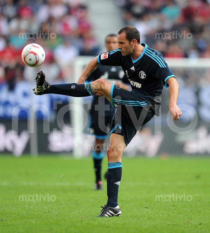 Fussball Supercup:  Saison   2010/2011     FC Bayern Muenchen - FC Schalke 04    07.08.2010 Christoph Metzelder (FC Schalke 04)