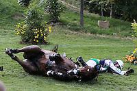 LONDRES, INGLATERRA, 30 JULHO 2012 - OLIMPIADAS 2012 - CROSS COUNTRY -  O atleta Clayton Fredericks da Australia cai com o cavalo Bendigo durante a prova do Cross Country nas  Olimpiadas de Londres, nesta segunda-feira, 30. (FOTO: PIXATHLON / BRAZIL PHOTO PRESS).
