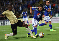 BOGOTA - COLOMBIA - 30-08-2015: Jhonatan Agudelo jugador de Millonarios  disputa el balon con  Daniel Murillo de Aguilas Doradas    durante partido  por la fecha 9 de la Liga Aguila II 2015 jugado en el estadio Nemesio Camacho El Campin . / Jhonatan Agudelo player of Millonarios fights the ball against  Daniel Murillo of Aguilas Doradas during a match for the ninth date of the Liga Aguila II 2015 played at Nemesio Camacho El Campin stadium in Bogota  city. Photo: VizzorImage / Felipe Caicedo / Staff.