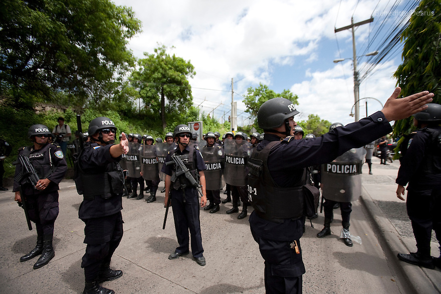 5 July 2009 - Tegucigalpa, Honduras - Thousands of supporters of ousted Honduras' President Manuel Zelaya stand off with honduran police and soldiers during a march towards the international airport in Tegucigalpa to greet the return of ousted Honduran President Manuel Zelaya. Zelaya turned back from an attempted return home on Sunday after soldiers clashed with his supporters as he tried to land, fueling tensions over the coup that toppled him. Photo credit: Benedicte Desrus