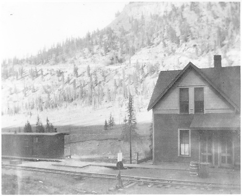 A view of the RGS Vance Junction section house and one of the car body crew shelters.  The 4% grade of Keystone Hill shows in the background.  The section house shows an early RGS paint scheme.<br /> RGS  Vance Junction, CO  Taken by Joyce, W. D. - 1915