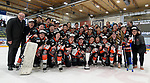11.03.2018, Eissporthalle, Memmingen, DFEL, ECDC Memmingen ist Deutscher Meister, im Bild Mannschaftsbild mit OB Manfred Schilder (li)<br /> <br /> Foto &copy; nordphoto / Hafner