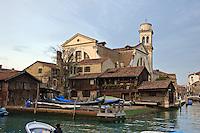 Le chantier naval de San Trovaso dans le quartier du Dorsoduro. (Venise, november 2006)