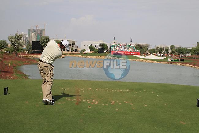 Padraig Harrington tees off on the par 3 6th tee during  Day 2 at the Dubai World Championship Golf in Jumeirah, Earth Course, Golf Estates, Dubai  UAE, 20th November 2009 (Photo by Eoin Clarke/GOLFFILE)