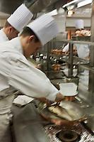 Europe/Monaco/Monte Carlo:Dans les cuisines du restaurant: Louis XV / Alain Ducasse à l'Hôtel de Paris - Préparation du Denti
