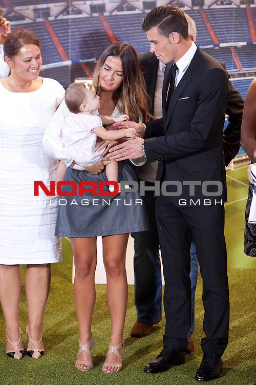 Emma Rhys Jones and Gareth Bale during his official presentation as new player of Real Madrid football club in Santiago bernabeu Stadium in Madrid, Spain.. September 02, 2013. Foto © nph / Caro Marin)