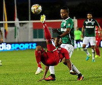 TULUA-COLOMBIA, 27-08-2016. Harold Preciado (Der) jugador del Deportivo Cali  disputa el balón con César Hinestroza (Izq) del Cortuluá  durante encuentro  por la fecha 10 de la Liga Aguila II 2016 disputado en el estadio 12 de Octubre de Tuluá./ Harold Preciado (R) player of Deportivo Cali fights for the ball with Cesar Hinestroza (L) player of Cortulua during match for the date 10 of the Aguila League II 2016 played at 12 de Octubre stadium in Tulua. Photo:VizzorImage / Nelson Rios  / Cont