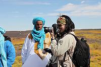 Fotografin Christiane Kappes in der Sahara.Fotograf: Jean-Pierre Khelif