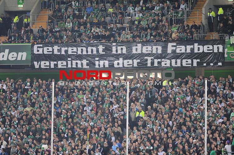 FBL 09/10  13. Spieltag Hinrunde / Stadion: Volkswagen Arena<br /> VfL Wolfsburg vs 1.FC Nuernberg<br /> Feature <br /> Die Fans von Wolfsburg haben ein Plakat anlaesslich des Todes von Robert Enke installiert.<br /> Foto &copy; nph ( nordphoto ) *** Local Caption *** *** Local Caption *** <br /> Fotos sind ohne vorherigen schriftliche Zustimmung ausschliesslich fŁr redaktionelle Publikationszwecke zu verwenden.<br /> <br /> Auf Anfrage in hoeherer Qualitaet/Aufloesung