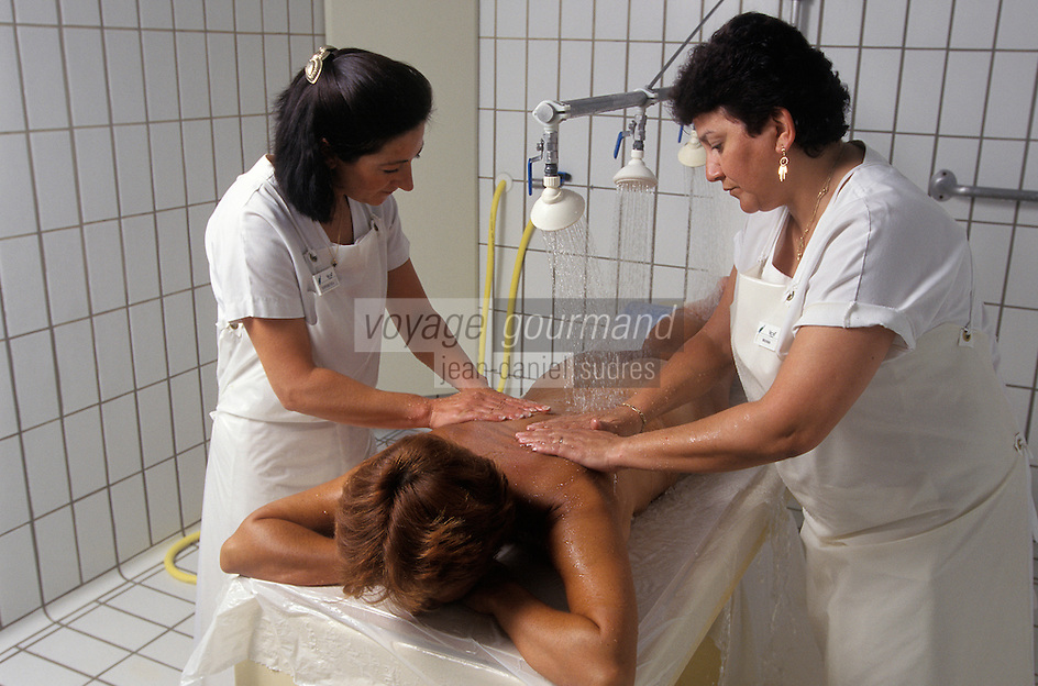 Europe/France/Auvergne/03/Allier/Vichy : Centre thermal des Domes de Vichy - Massage 4 mains - AUTO N°252, 253, 254