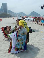 Rio de Janeiro (RJ) 07.09.2012. Feriad&atilde;o/Praia.<br /> -Movimenta&ccedil;&atilde;o de banhistas neste feriado Dia da Independencia do Brasil, na Praia de Copacabana,Zona Sul do Rio de Janeiro.Foto:Arion Marinho/ Brazil Photo Press.