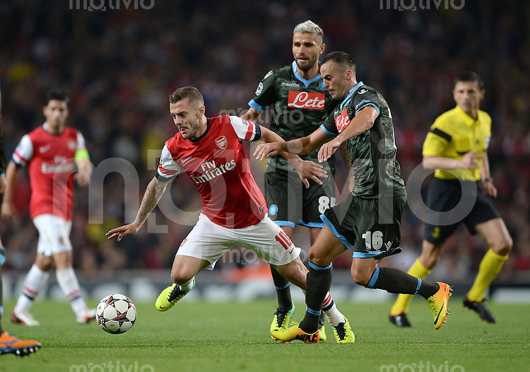 FUSSBALL   CHAMPIONS LEAGUE   VORRUNDE     SAISON 2013/2014    Arsenal London - SSC Neapel   01.10.2013 Jack Wilshere (li, Arsenal) gegen Giandomenico Mesto (re, SSC Neapel)