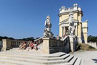 Gloriette, sp&auml;tbarocke Sommerresidenz Schloss Sch&ouml;nbrunn, Wien, &Ouml;sterreich, UNESCO-Weltkulturerbe<br /> Gloriette,  late Baroque summerresidence Schloss Sch&ouml;nbrunn, Vienna, Austria, world heritage