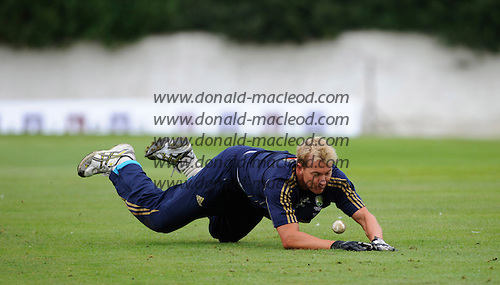 Scotland V Australia cricket preview and training at Grange CC, Edinburgh - Australia's Brett Lee in training at Grange CC, in preparation for tomorrow's ODI against Scotland - Picture by Donald MacLeod 27.08.09