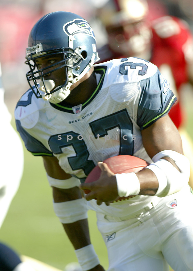 Shaun Alexander, of the Seattle Seahhawks, in action during their game against the  San Francisco 49ers on November 11, 2005.  .Rob Holt / SportPics..Seahawks  win 27-25