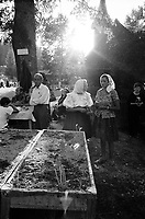 ROMANIA / Maramures / Moisei / August 2003..Worshippers at the Moisei Monastery, scene of a major pilgrimage each year on August 15, the Feast of the Assumption...© Davin Ellicson / Anzenberger....