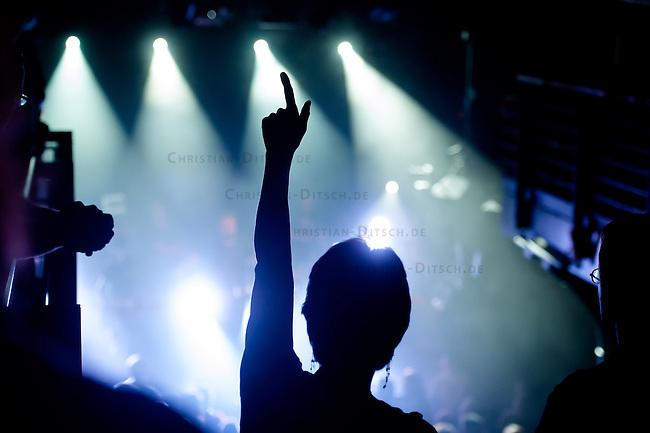 Filmpremiere von &quot;Der Tag wird kommen&quot;.<br /> Anlaesslich der Premiere des Films &quot;Der Tag wird kommen&quot; zum gleichnamigen Lied von Marcus Wiebusch, spielte Wiebusch im Hamburger Club &quot;Knust&quot; ein exklusives Konzert fuer ca. 400 Unterstuetzer des Films. In dem Lied wird klar Stellung gegen Homophobie im Fussball bezogen. Ueber 1.000 Unterstuetzer haben mit einer Crowdfounding-Kampagne die Finanzierung des Films gesichert. Fussballfans des FC. St. Pauli, Fortuna Duesseldorf, dem HSV, Bayern Muenchen und anderen Clubs haben diese Film durch ihre Mitwirkung unterstuetzt.<br /> 6.9.2014, Hamburg<br /> Copyright: Christian-Ditsch.de<br /> [Inhaltsveraendernde Manipulation des Fotos nur nach ausdruecklicher Genehmigung des Fotografen. Vereinbarungen ueber Abtretung von Persoenlichkeitsrechten/Model Release der abgebildeten Person/Personen liegen nicht vor. NO MODEL RELEASE! Don't publish without copyright Christian-Ditsch.de, Veroeffentlichung nur mit Fotografennennung, sowie gegen Honorar, MwSt. und Beleg. Konto: I N G - D i B a, IBAN DE58500105175400192269, BIC INGDDEFFXXX, Kontakt: post@christian-ditsch.de<br /> Urhebervermerk wird gemaess Paragraph 13 UHG verlangt.]