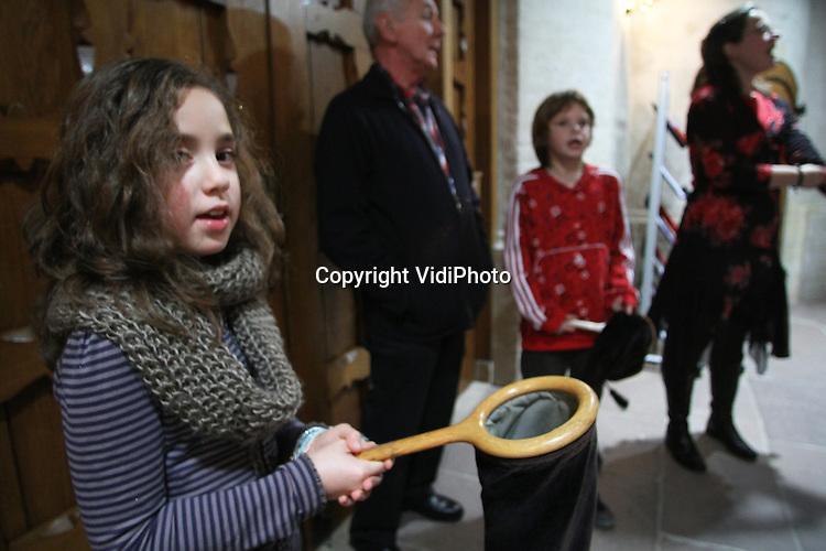 Foto: VidiPhoto..ELST - Collecteren in de Protestantse Kerk (PKN) in Elst..