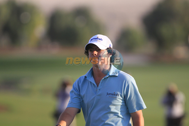 Rory McIlroy on the 18th green during the opening round of Day 1 at the Dubai World Championship Golf in Jumeirah, Earth Course, Golf Estates, Dubai  UAE, 19th November 2009 (Photo by Eoin Clarke/GOLFFILE)