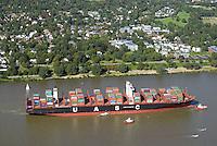 Containerschiff UASC Al Nefud auf der Elbe vor dem Seegerichtshof: EUROPA, DEUTSCHLAND, HAMBURG, (EUROPE, GERMANY), 31.08.2016: Containerschiff UASC Al Nefud auf der Elbe vor dem Seegerichtshof, der Lotse geht von Bord, Schlepper haben den halb vollen Containerriesen am Hacken. Die Beladung am Burchardkai steht an.