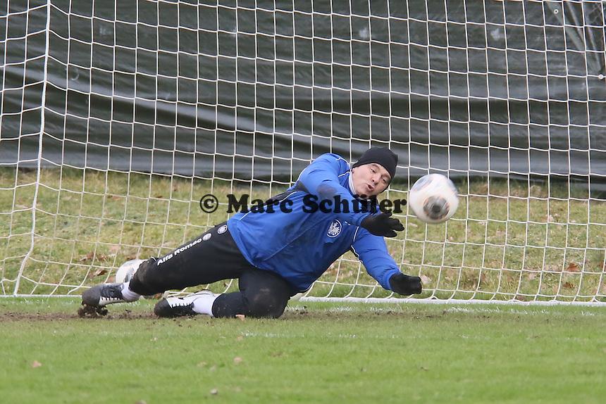 Torwarttrainer Moppes Petz (Eintracht) als dritter Torwart im Training