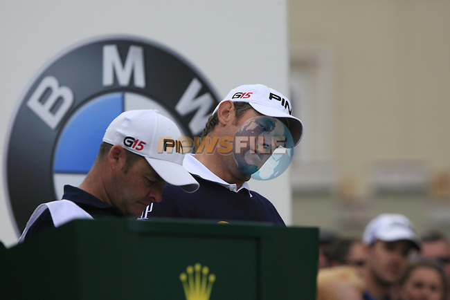 Lee Westwood (ENG) stretches before teeing off on the 1st tee to start his round on Day 2 of the BMW PGA Championship Championship at, Wentworth Club, Surrey, England, 27th May 2011. (Photo Eoin Clarke/Golffile 2011)