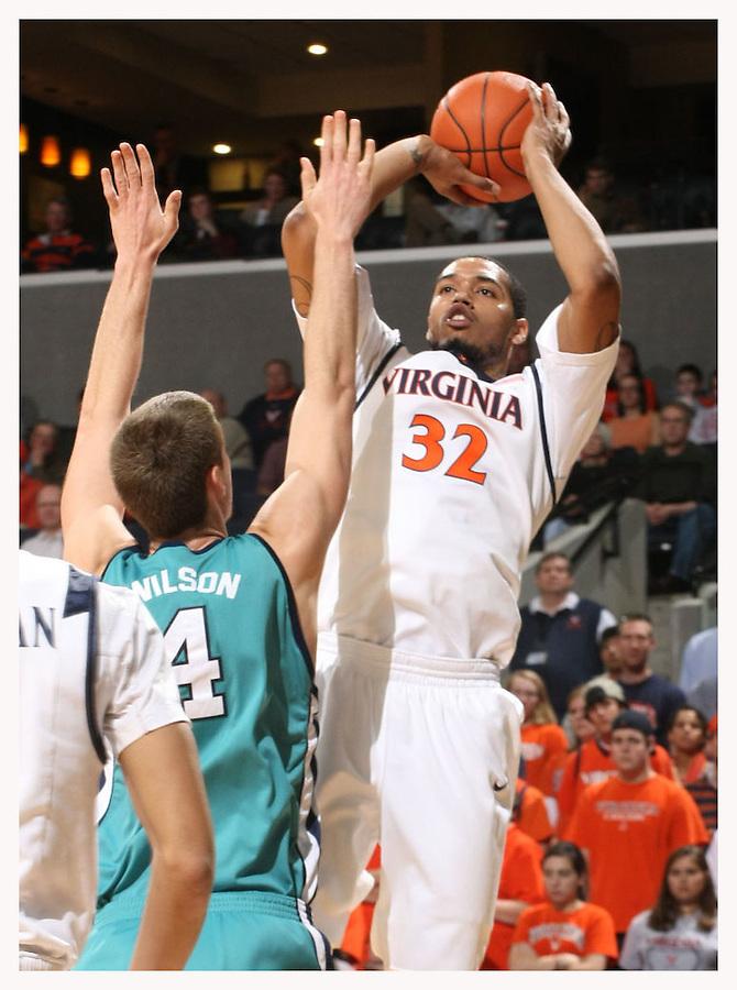 Virginia beat UNC Wilmington 69-67 Monday Jan. 18, 2010 in Charlottesville, Va.  (Photo/The Daily Progress/Andrew Shurtleff)