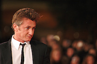 """SEAN PENN .Red carpet arrivals for the film """"Into The Wild"""" during the 2nd Annual Rome Film Festival, Rome, Italy..Red carpet arrivals for the film """"Into The Wild"""" .October 24th, 2007.headshot portrait .CAP/CAV.©Luca Cavallari/Capital Pictures."""