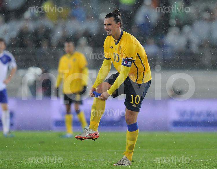 FUSSBALL INTERNATIONAL  EM 2012-Qualifikation  Gruppe E  07.10.2011 Finnland - Schweden Zlatan Ibrahimovic (Schweden) nachdenklich