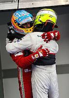 SEPANG, MALASIA, 25 DE MARCO 2012 - F1 - GP MALASIA - <br /> O piloto espanhol Fernando Alonso (E) da Ferrari e o mexicano Sergio Perez da equipe Sauber, durante o GP da Malásia, no circuito de Kuala Lumpur, em Sepang, neste domingo, 26. (FOTO: THOMAZ MELZER / PIXATHLON /  BRAZIL PHOTO PRESS).