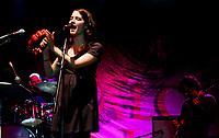 Ximena Sariñana en concierto durante el concurso de bandas ENROLATE 2008