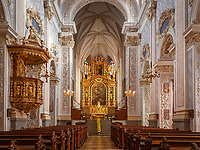 Oesterreich, Niederoesterreich, UNESCO Weltkulturerbe Wachau, Goettweig: Stift Goettweig - Benediktinerkloster suedlich der Donau - Mittelschiff der barocken Stiftskirche mit Altar| Austria, Lower Austria, UNESCO World Heritage Wachau, Goettweig: Goettweig Abbey - Benedictine Monastery - interior of collegiate church