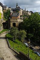 Blick von Corniche auf Altstadt und Festungsanlagen, Stadt Luxemburg, Luxemburg, Unesco-Weltkuturerbe