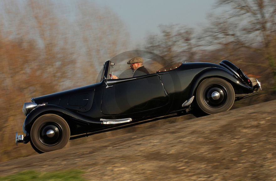 04/02/07 - BILLOM - PUY DE DOME - FRANCE - Comparatif CITROEN Traction 7 Cabriolet de 1937 et BERLIET Cabriolet 1144 de 1938. CITROEN Traction Cabriolet - Photo Jerome CHABANNE
