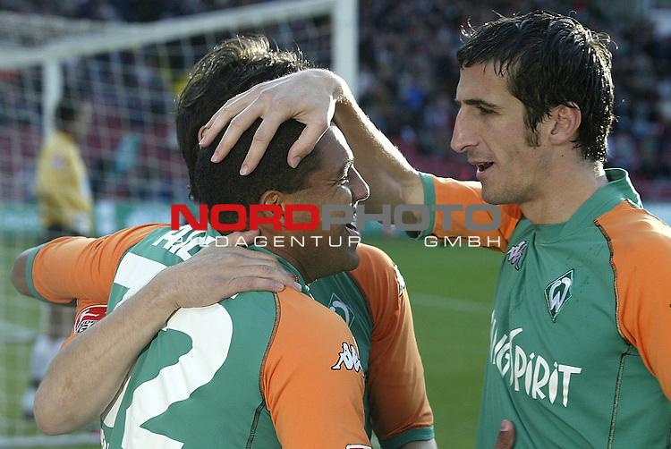BL 2003/2004 - 8. Spieltag<br />  SV Werder Bremen vs VFL Wolfsburg 5:3<br /> Jubel bei den Torsch&cedil;tzen, Ailton und Johan Micoud<br /> <br /> Foto &copy; nordphoto <br /> <br />  *** Local Caption *** Foto ist honorarpflichtig! zzgl. gesetzl. MwSt.<br />  Belegexemplar erforderlich<br /> Adresse: nordphoto<br /> Georg-Reinke-Strasse 1<br /> 49377 Vechta