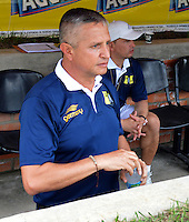 FLORIDABLANCA -COLOMBIA, 19-02-2013.  Adolfo Leon Holguin técnico de Alianza Petrolera durante el encentro con Independiente Santa Fe por la fecha 4 de la Liga Aguila I 2015 disputado en el estadio Alvaro Gómez Hurtado de la ciudad de Floridablanca./ Adolfo Leon Holguin coach of Alianza Petrolera durong the match against Independiente Santa Fe for the 4th date of the Aguila League I 2015 played at Alvaro Gomez Hurtado stadium in Floridablanca city Photo:VizzorImage / Jose Martinez / Cont
