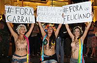 RIO DE JANEIRO,RJ,27.03.2013: PROTESTO UNIFICADO CAUSA CONGESTIONAMENTO NA ZONA SUL DO RIO- Ativistas do Femen Brazil realizaram protesto nesta noite na Zona Sul do Rio e deixou o trânsito completamente engarrafado na Rua Pinheiro Machado. Os manifestantes se concentraram no Largo do Machado seguiram pela rua das Laranjeiras até chegar ao Palácio Guanabara alvo do protesto. SANDROVOX/BRAZILPHOTOPRESS