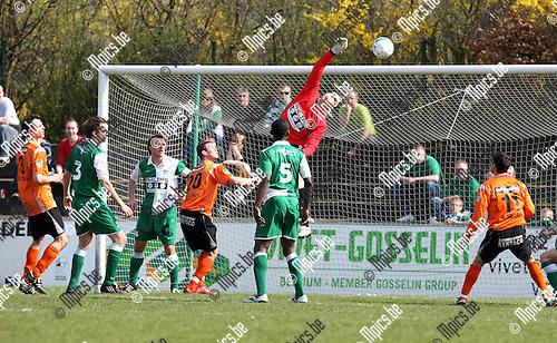 2009-04-05 / Voetbal / Willebroek-Meerhof - RC Mechelen / Doelman Clepkens (RCM) in actie..Foto: Maarten Straetemans (SMB)