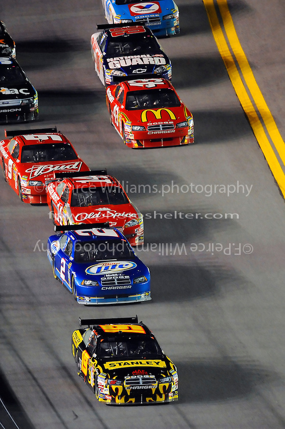 6-7 February  2009, Daytona Beach, Florida USA.Elliott Sadler leads..Daytona International Speedway: Bud Shootout.©F.Peirce Williams 2009.F. Peirce Williams.photography