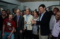 SAO PAULO, SP, 22  AGOSTO 2012 - CAMPANHA ELEITORAL - LULA VISITA SEDE DO PT - O ex-presidente Luis Inacio Lula da Silva visitou na tarde desta quarta-feira(22), e ganhou uma camiseta do corinthians e uma cartão assinado pelos funcionários da cede. O ex-presidente compareceu para uma reunião com o então candidato a prefeitura Fernando Haddad.  (FOTO: AMAURI NEHN / BRAZIL PHOTO PRESS).