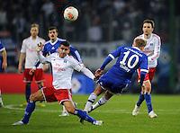 FUSSBALL   1. BUNDESLIGA    SAISON 2012/2013    14. Spieltag   Hamburger SV - FC Schalke 04                               27.11.2012 Tomas Rincon (li, Hamburger SV) gegen Lewis Holtby (re, FC Schalke 04)