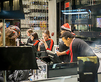 Workers in a Sephora store in New York on Tuesday, December 22, 2015. (© Richard B. Levine)