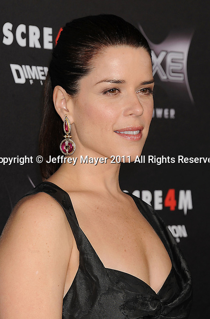 """HOLLYWOOD, CA - APRIL 11: Neve Campbell arrives at the """"Scre4m"""" Los Angeles Premiere at Grauman's Chinese Theatre on April 11, 2011 in Hollywood, California."""