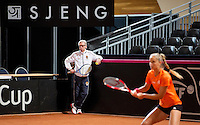 Februari 04, 2015, Apeldoorn, Omnisport, Fed Cup, Netherlands-Slovakia, training , coach Martin Bohm with Arantxa Rus (NED)<br /> Photo: Tennisimages/Henk Koster