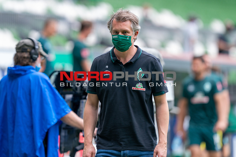 Frank Baumann (Geschäftsführer Fußball Werder Bremen) mit CORONA Gesichtsmaske<br /> <br /> <br /> Sport: nphgm001: Fussball: 1. Bundesliga: Saison 19/20: 34. Spieltag: SV Werder Bremen vs 1.FC Koeln  27.06.2020<br /> <br /> Foto: gumzmedia/nordphoto/POOL <br /> <br /> DFL regulations prohibit any use of photographs as image sequences and/or quasi-video.<br /> EDITORIAL USE ONLY<br /> National and international News-Agencies OUT.