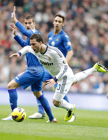 Real Madrid's Gonzalo Higuain against Getafe's Alberto Lopo during La Liga match. January 27, 2013. (ALTERPHOTOS/Alvaro Hernandez) NortePhoto /MediaPunch Inc. ***FOR USA ONLY***